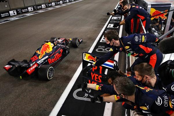 Verstappen Romps To Win in F1 Season Finale